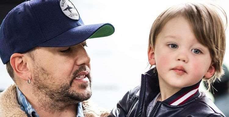 Jason Aldean with son