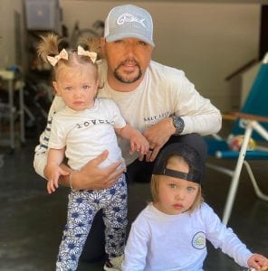 Jason Aldean with son and daughter