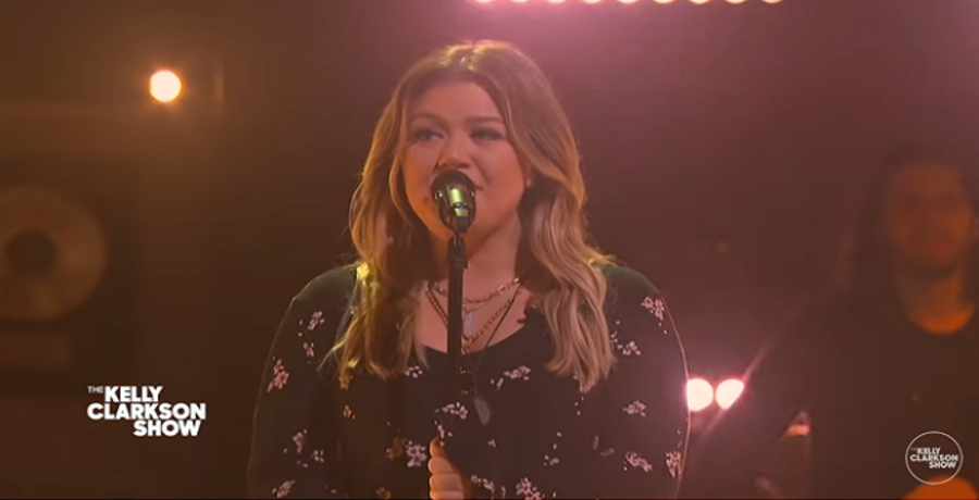 kelly clarkson youtube screenshot