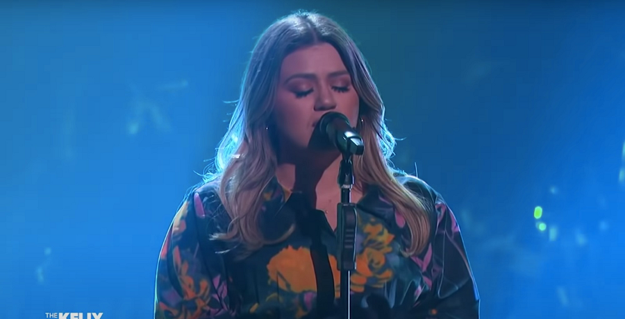 [Credit: The Kelly Clarkson Show/YouTube]