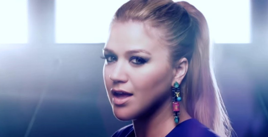 [Credit: Kelly Clarkson/YouTube]